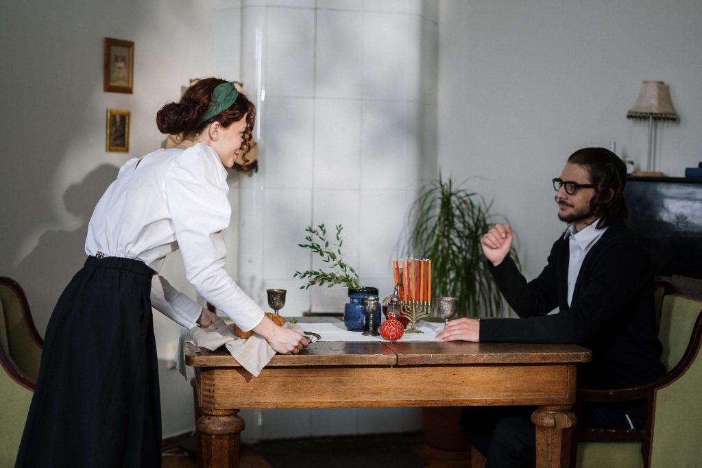 情侶一起下廚吃飯