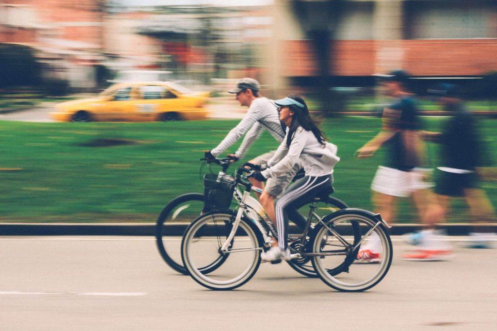 情侶騎腳踏車