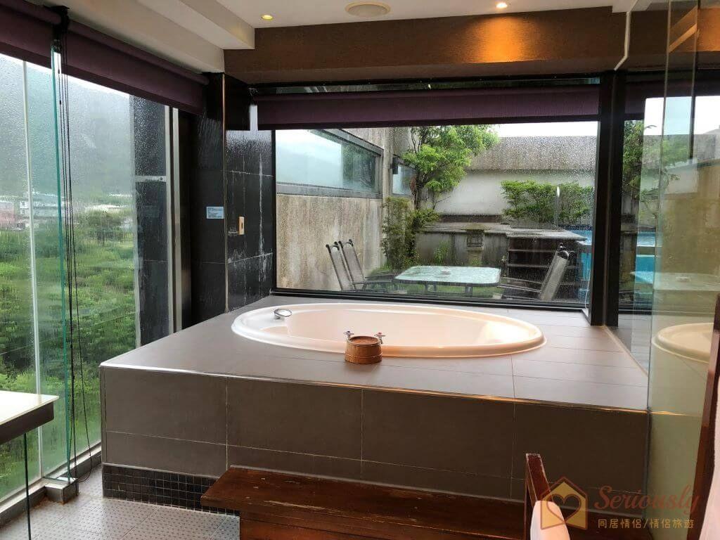 和風時尚會館-星光麗池房型按摩浴缸